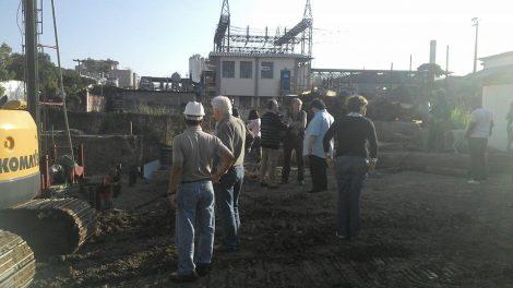 Ao lado do prefeito de Volta Redonda, Antônio Francisco Neto (camisa azul), Minc vistoriou obras de tratamento de esgoto na Cidade do Aço.