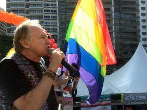 Autor de lei contra discriminação a homossexuais, Minc pede direitos iguais, mais liberdade e mais amor