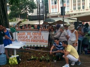 Kit em Feirinha Orgânica da Glória demonstra irrigação agrícola ecológica