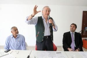 O representante do Viva Rio, Tião, o deputado Carlos Minc (PT) e o representante da Secretaria da Casa Civil, Murilo Leal, durante audiência da Comissão do Cumpra-se, responsável por acompanhar o cumprimento das leis no Estado