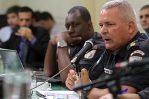 Coronel Lima Freire durante reunião da CPI de Armas